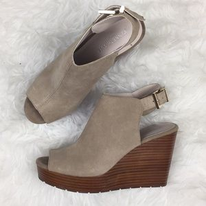Kenneth Cole Octavia Wedge Suede Tan 8.5 Wood